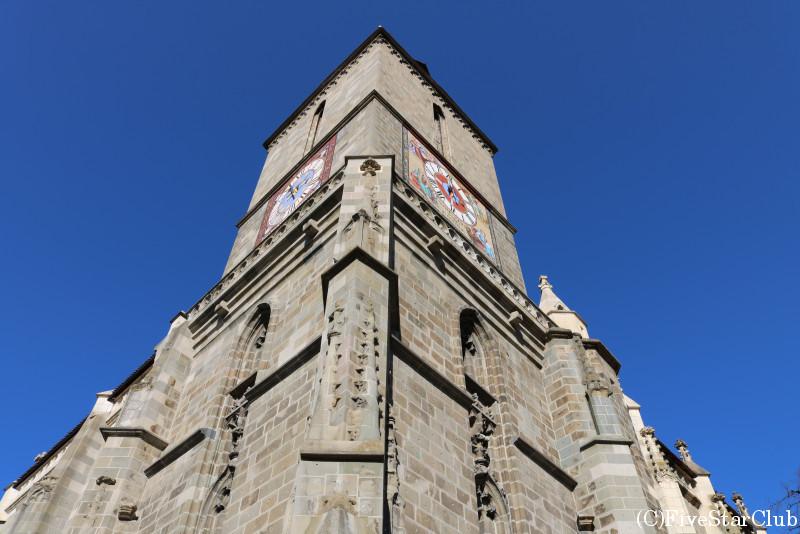 黒の教会/どっしりと重厚な後期ゴシック様式の教会