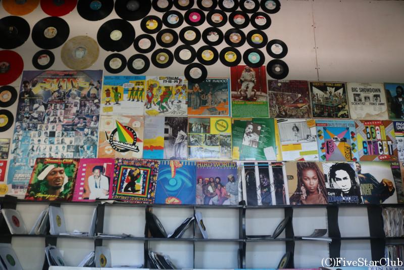 ダウンタウンのレコードショップ