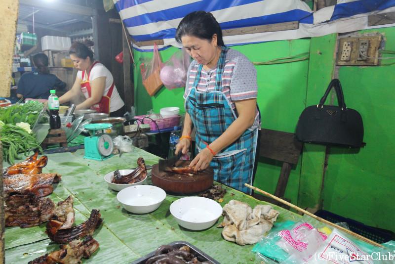 シーサワンウォン通りのナイトマーケット