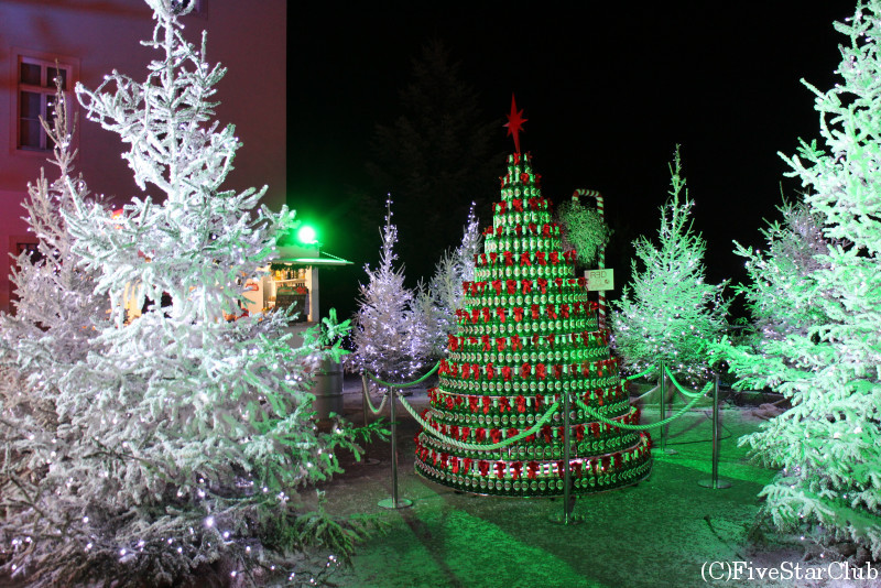 街中がクリスマスマーケットのデコレーション