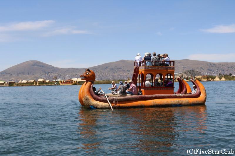 トトラ製の船