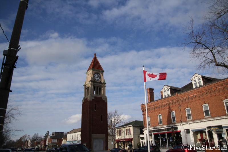 町中央の時計台
