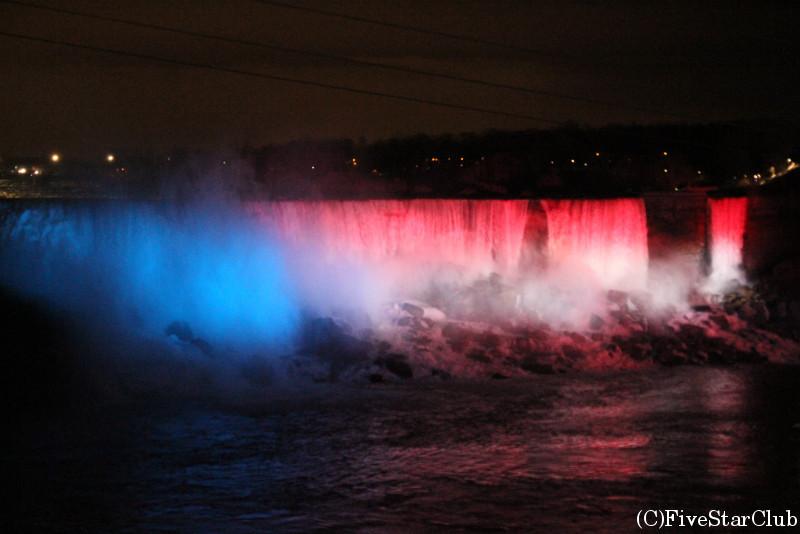 ライトアップされたナイアガラ滝