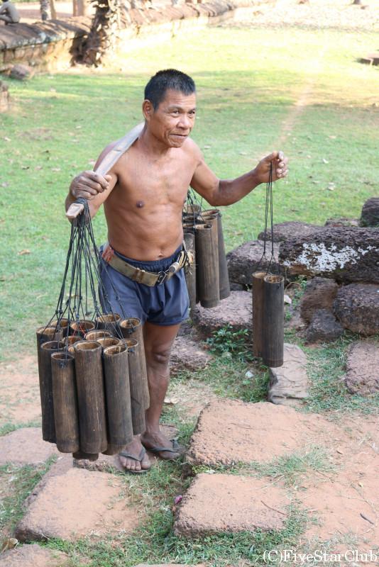 ヤシジュースを作る樹液を採っていたおじさん