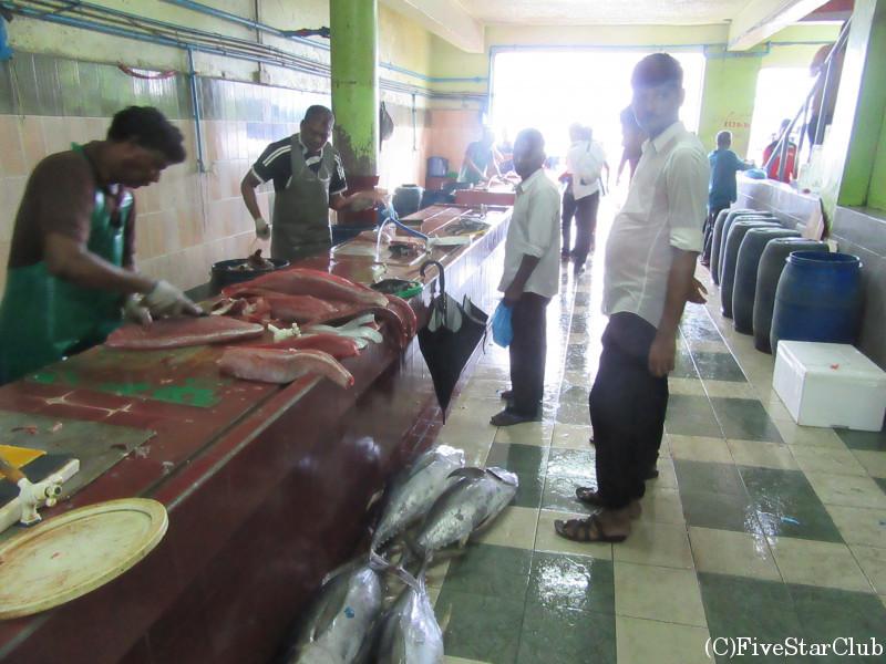 魚市場 マグロの解体