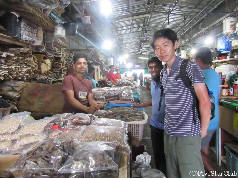 モルディブフィッシュ(鰹節)を売る市場