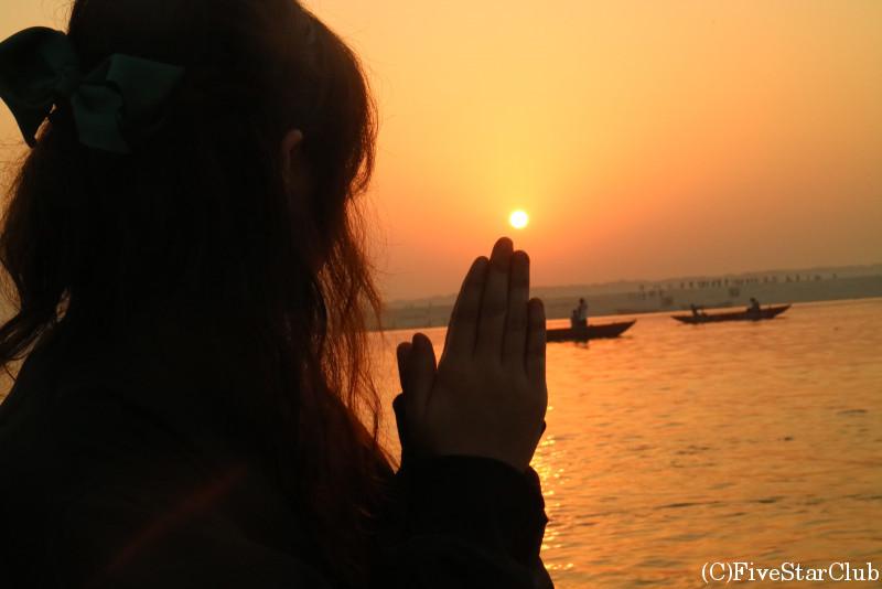 ガンジス河の神秘的な朝日