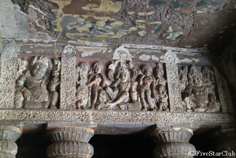 世界遺産アジャンタの石窟寺院 はっきりと残る彫刻