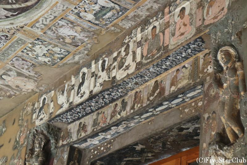 世界遺産アジャンタの石窟寺院 色が美しく残る壁画
