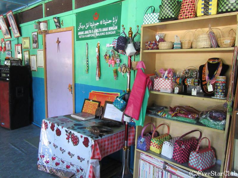 イバン族伝統的ロングハウス 手作り雑貨