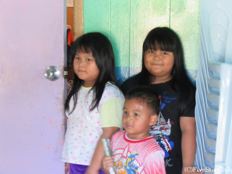 イバン族伝統的ロングハウス 子供たち