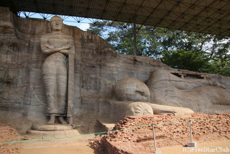 一枚岩の仏神像ガルビハラ