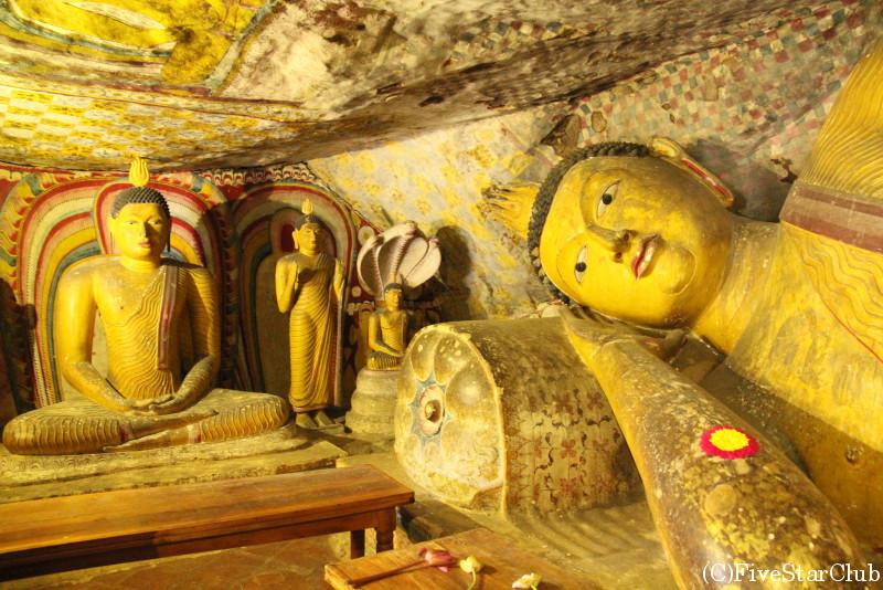 ダンブッラ遺跡 黄金寺院  寝仏陀