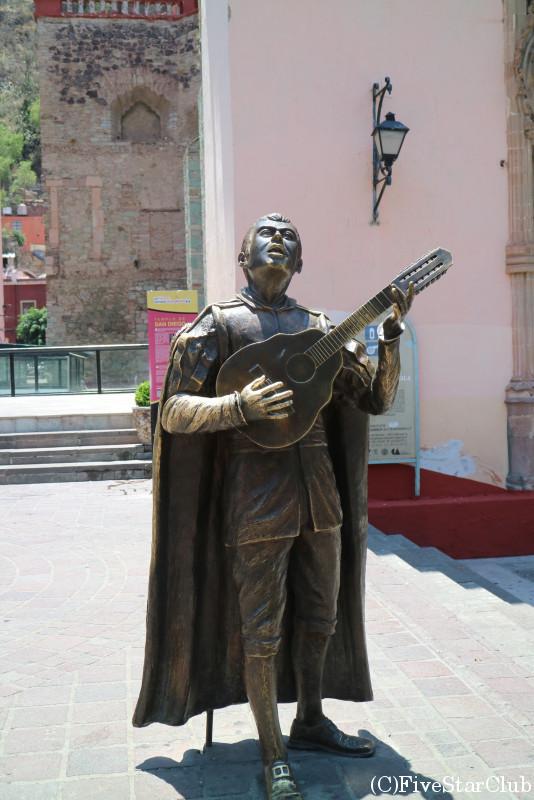 マリアッチの銅像