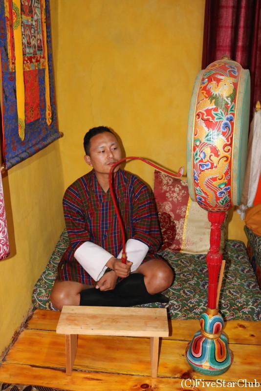 ブータン人のお宅(ホームステイ)太鼓
