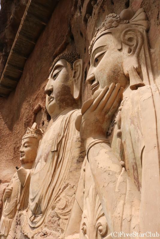 世界遺産の麦積山石窟寺院