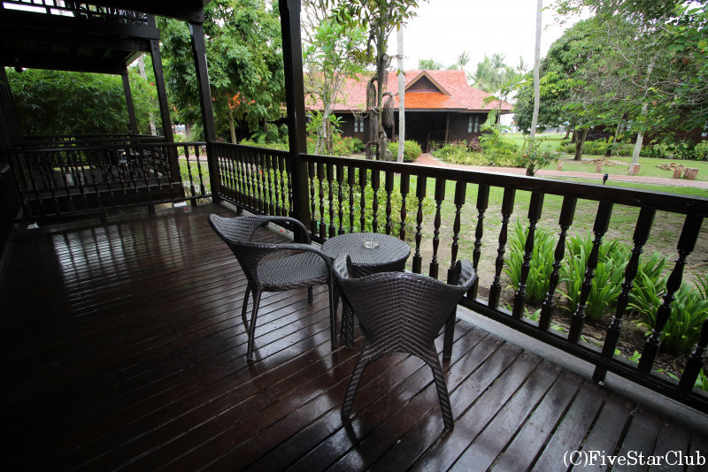 MERITUS PELANGI BEACH RESORT&SPA GARDEN TERRACE CHALET バルコニー