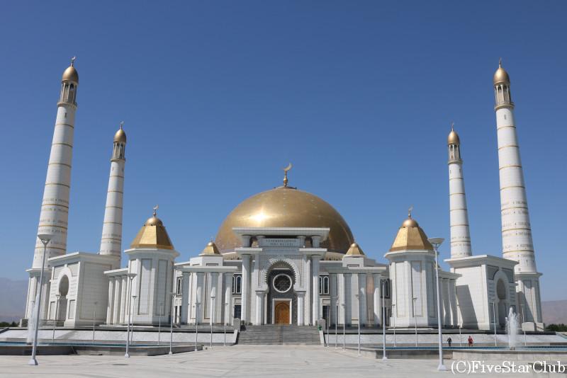 中央アジア最大のモスク トルクメンバシ ルーヒー モスク