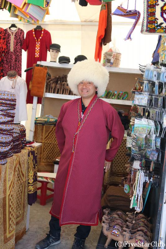 お土産物屋で民族衣装をきてみる