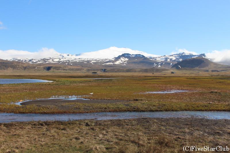 スナイフェルスヨークトル氷河はこのエリアのシンボル