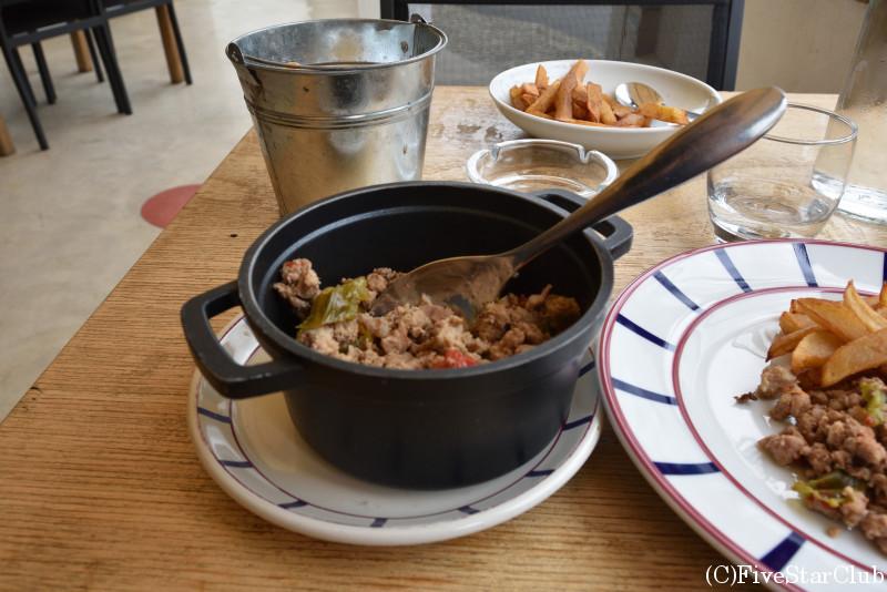 おしゃれなレストランで昼食 バスク名物のアショア