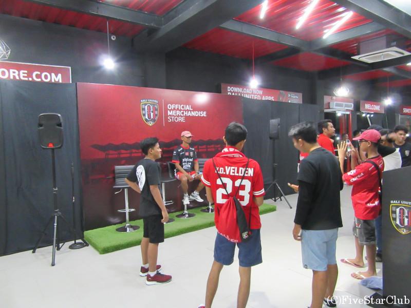 インドネシアサッカー観戦 スタジアムショップ