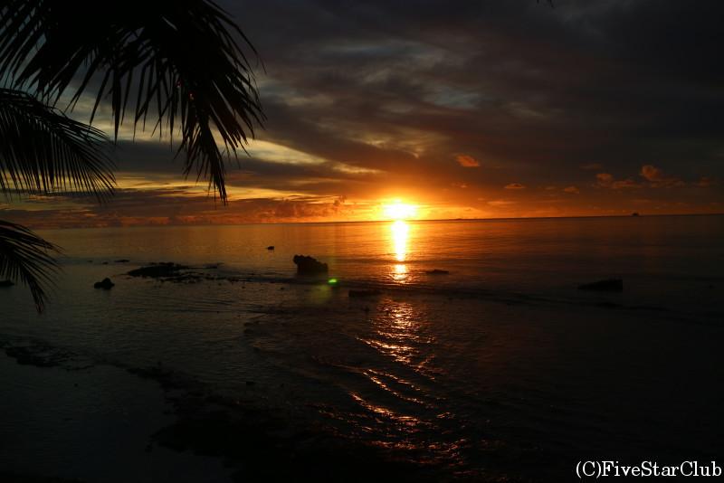 ビーチチェアで寝て朝日とともに起きるのもフェノム島ならでは