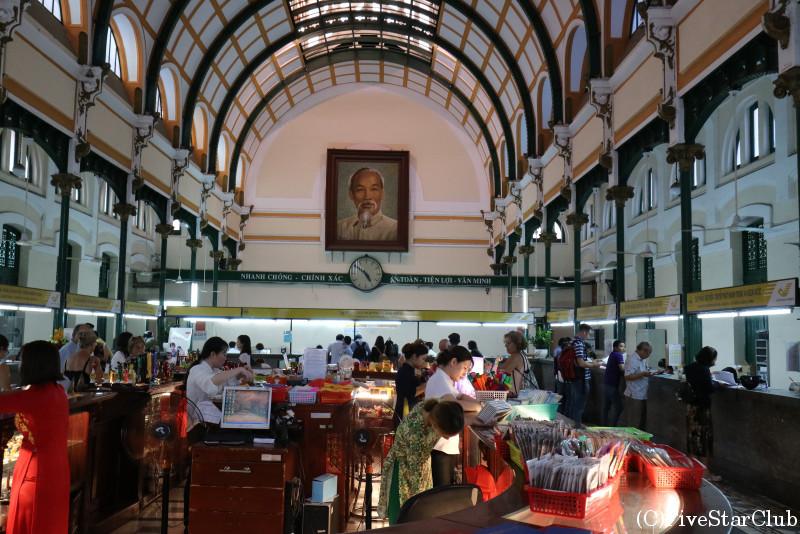 サイゴン中央郵便局内