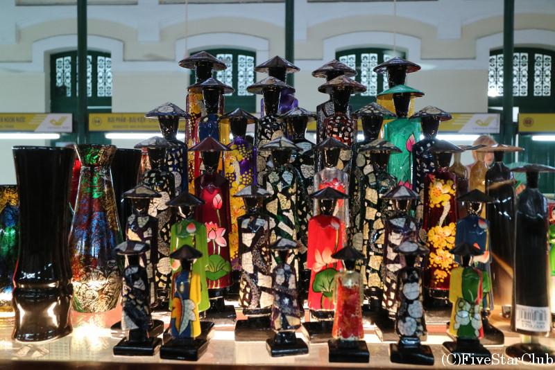 サイゴン中央郵便局内で売られているお土産