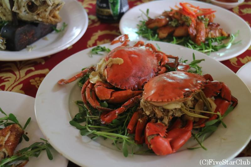 フーン島での昼食/カニの炒め物
