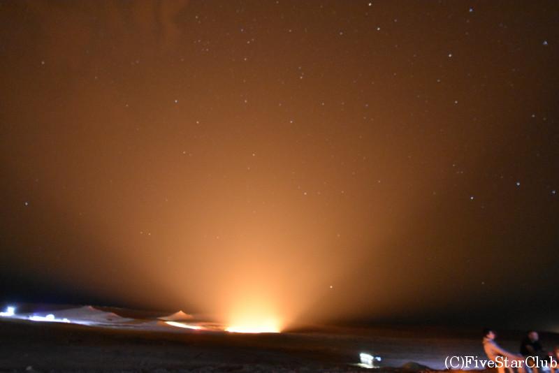 地獄の門 クレーター 星空撮影 シャッタースピードを遅くしてクレーターを撮影