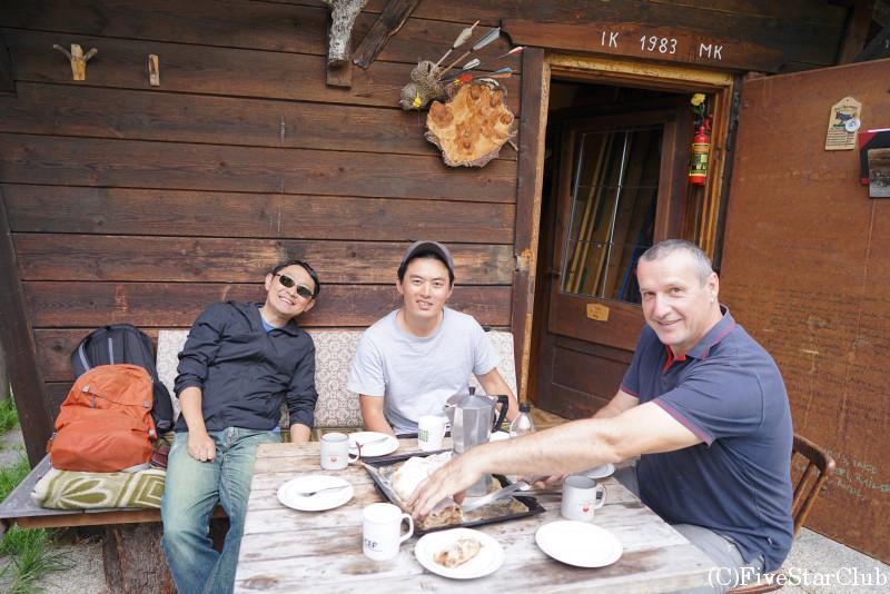 マーティン家の山小屋で食べるチロル風アップルパイ