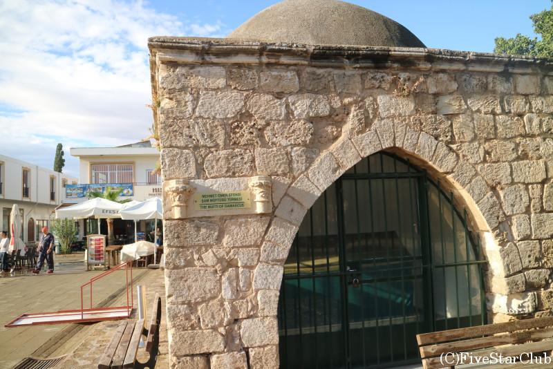 旧市街内の聖者廟