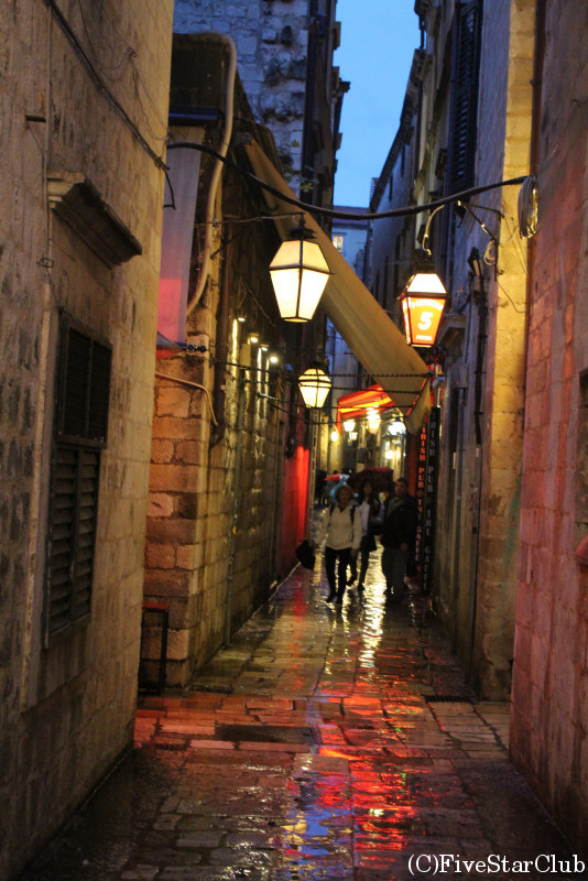 雨の旧市街