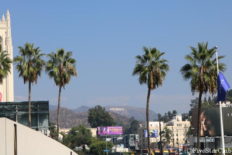 ハリウッド/ハリウッド&ハイランドセンターから見たハリウッドサイン