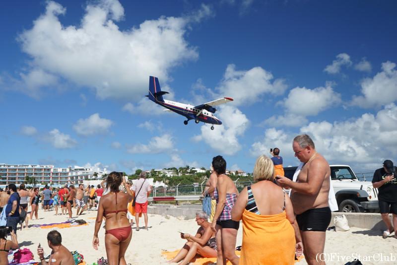 飛行機が間近に見られるマホビーチ