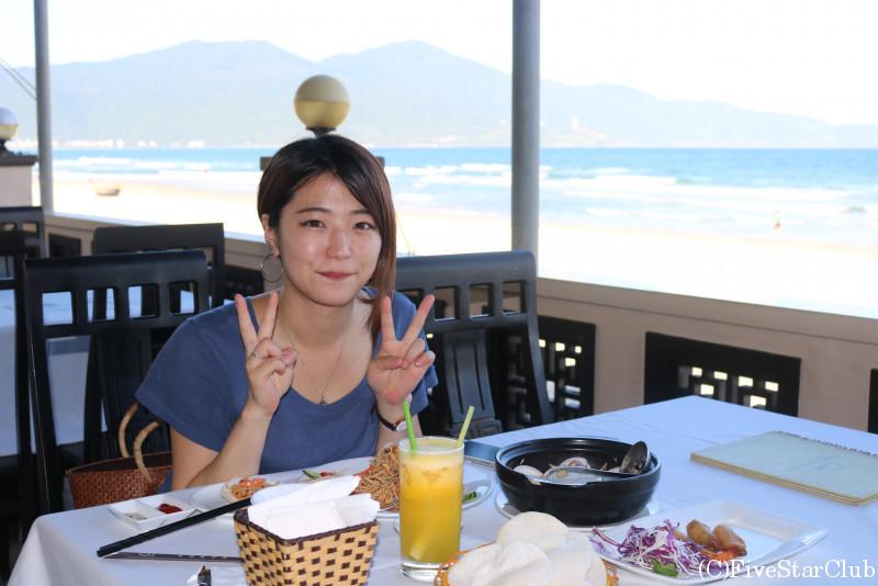海辺レストランにて