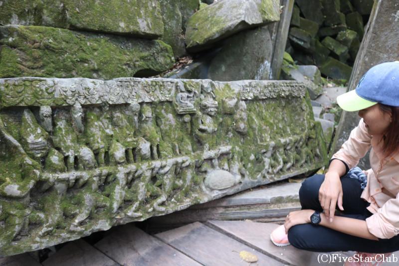 ベンメリア レリーフの残る岩
