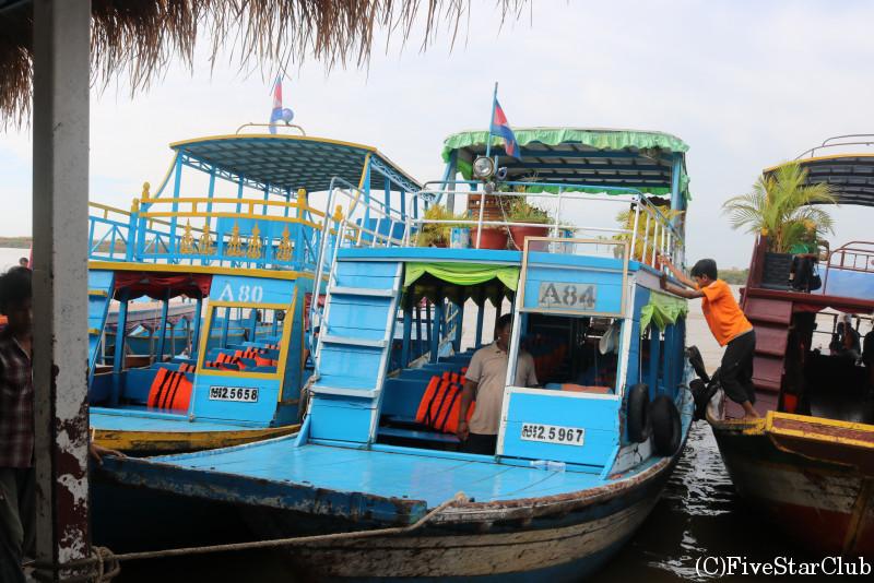 トンレサップ湖 モーター付きボートで観光