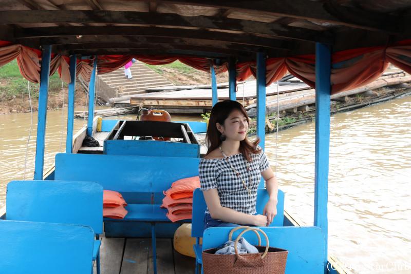 トンレサップ湖 モーター付きボートで観光する私