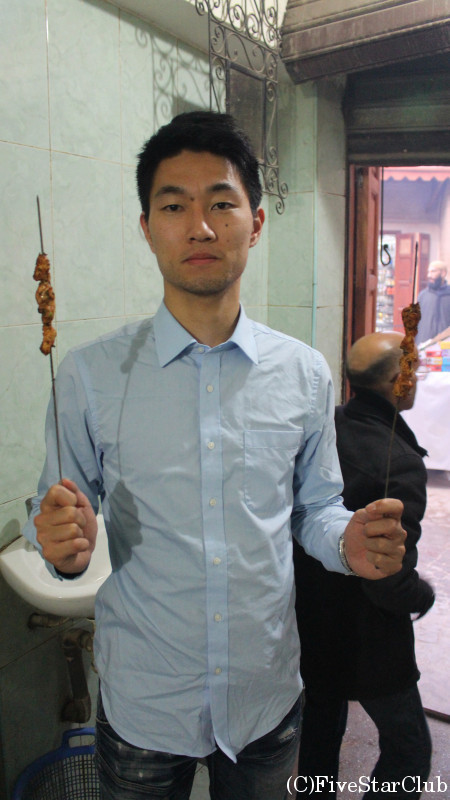 スークで串焼きを食べました。