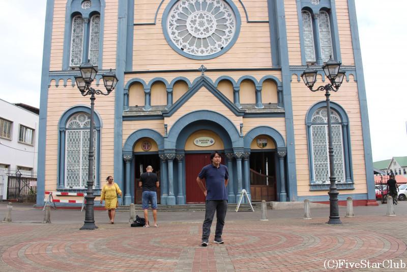セントピーター&セントポール大聖堂(パラマリボ市街歴史地区)にて