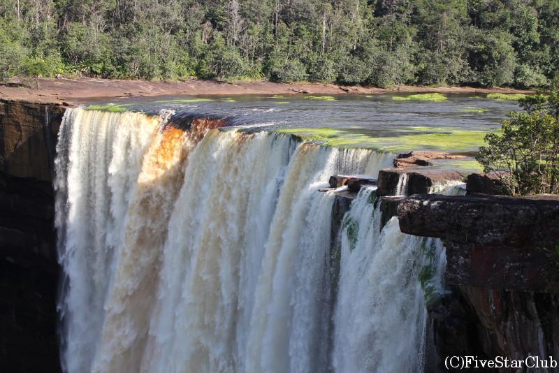 カイエチュールの滝