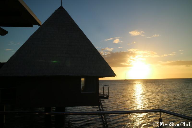 ESCAPADE ISLAND RESORTの水上コテージ