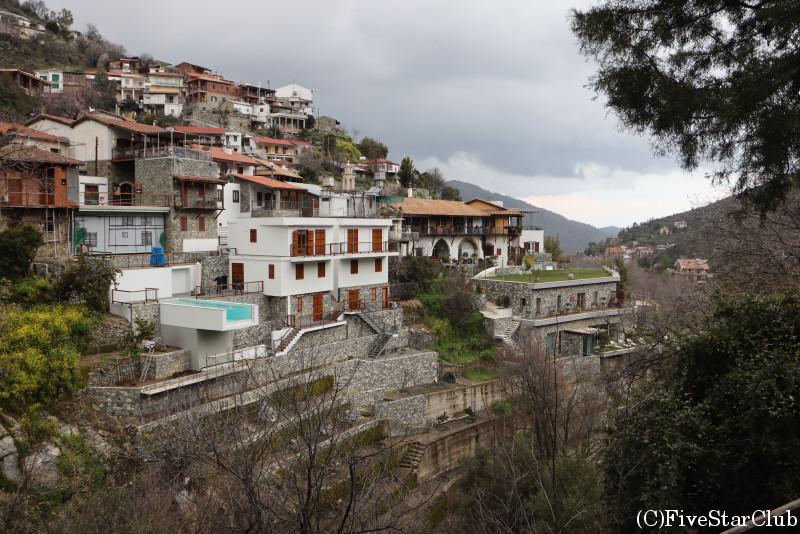 カロパナイオティス村