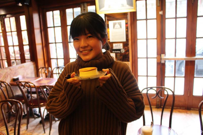 NYチーズケーキの名店「VENIERO'S」にて、いざ実食!