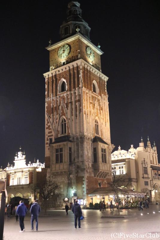 夜の中央広場付近