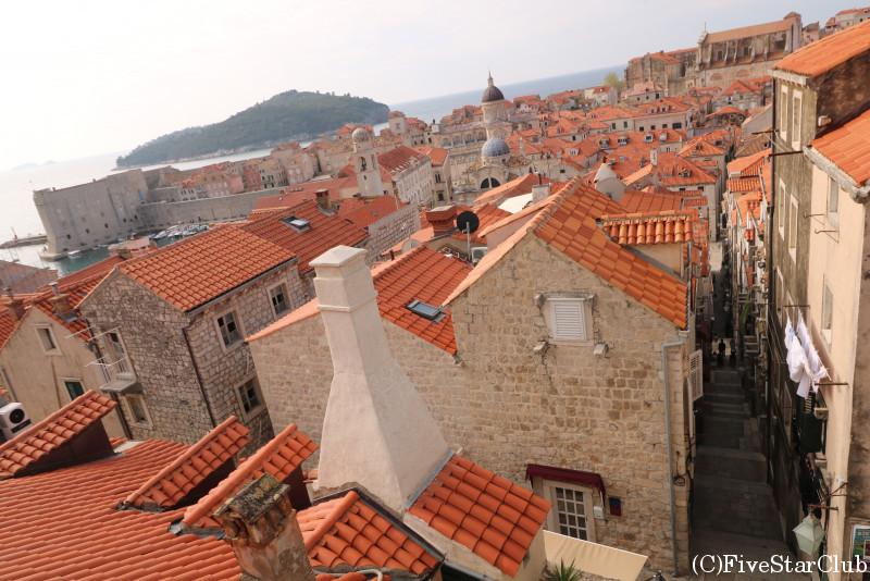 オレンジ色の屋根がかわいいドブロヴニクの街