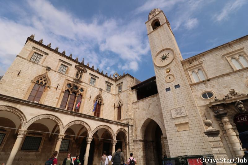 スポンザ宮殿と時計塔