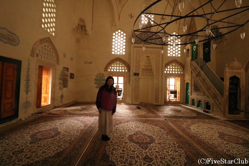 カラジョズ・ベゴヴァ・ジャミーヤ モスク内